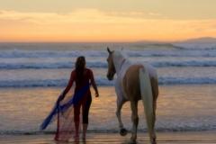 Best-friends-enjoying-the-sunset-together-